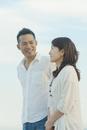 微笑む日本人カップル