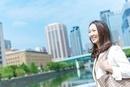 微笑む日本人のビジネスウーマン