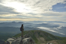 乗鞍岳山頂からの眺めと登山者