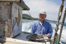 漁船を操縦する船長