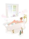 お風呂に入り音楽を聴きながら花の香りを楽しむ女性