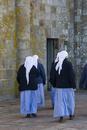 モンサンミッシェルで見た修道服姿の人々