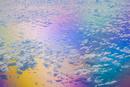 虹色に輝く海と雲