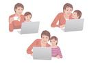 コンピューターで買い物をする母親と子供