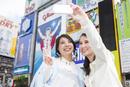 道頓堀を観光する二人の女性