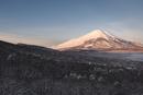 雪の三国峠より望む朝の富士山