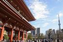 浅草寺宝蔵門とスカイツリー