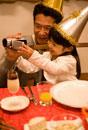 クリスマスに撮影をする親子