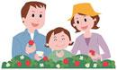 イチゴ狩りをする家族