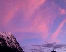 アイガーの山並と夕方の空