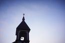 夜明けの空と教会