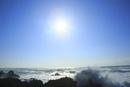 室戸岬の朝日と波