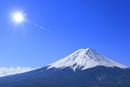 富士河口湖町より富士山と太陽に光芒