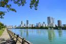 浜離宮恩賜庭園と東京湾に月島ビル群