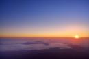 富士山8合目より朝日と朝焼けの雲海