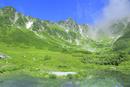 夏の千畳敷カールと剣ケ池に宝剣岳