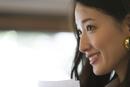 オフィスで微笑むビジネス女性のポートレート