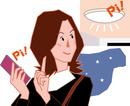 スマホの遠隔操作で照明を点灯する若い女性