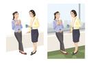 休憩中に談笑する女性社員たち