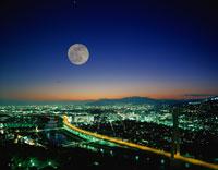 月と街並み(合成)