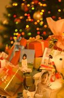 たくさんのプレゼントとクリスマスツリー