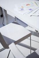 会議机と書類
