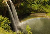 滝と虹 07800011652| 写真素材・ストックフォト・画像・イラスト素材|アマナイメージズ