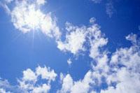 青空と日差し