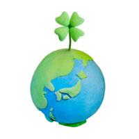 地球と四葉のクローバー