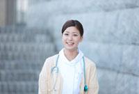 笑顔の女性看護師