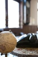 机の上の地球儀