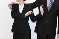 喧嘩をするビジネスマンとビジネスウーマン 07800030442| 写真素材・ストックフォト・画像・イラスト素材|アマナイメージズ