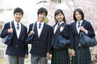 男女学生4人