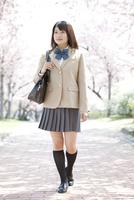 歩いている女子高生