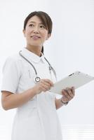 タブレットPCを持っている看護師