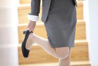 靴を履いているビジネスウーマン