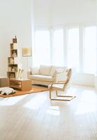 ソファのあるリビングルーム 07800043680| 写真素材・ストックフォト・画像・イラスト素材|アマナイメージズ