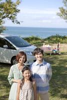 笑顔の3人家族