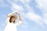 麦藁帽子を被った女性