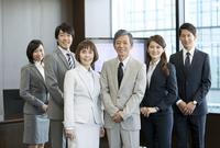 笑顔のビジネス男女6人