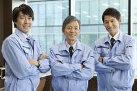 作業服を着た男性3人のポートレート
