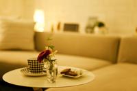 テーブルに置かれたティーセット 07800047506  写真素材・ストックフォト・画像・イラスト素材 アマナイメージズ