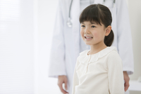 女医と笑顔の女の子