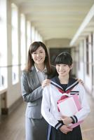 笑顔の先生と女子校生