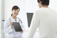 女医と男性患者