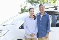 シニア夫婦と車