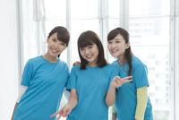 笑顔の女性3人 07800054866| 写真素材・ストックフォト・画像・イラスト素材|アマナイメージズ
