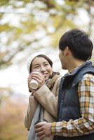 コーヒーを飲むカップル 07800056384| 写真素材・ストックフォト・画像・イラスト素材|アマナイメージズ