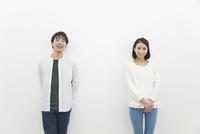 笑顔のカップル 07800056573| 写真素材・ストックフォト・画像・イラスト素材|アマナイメージズ