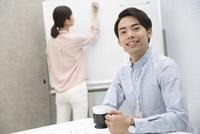 会議室のビジネス男女